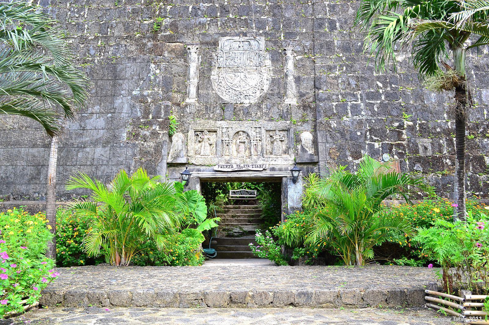 Meet the X-plorers: The Stone Fortress : Fuerza de Santa Isabel