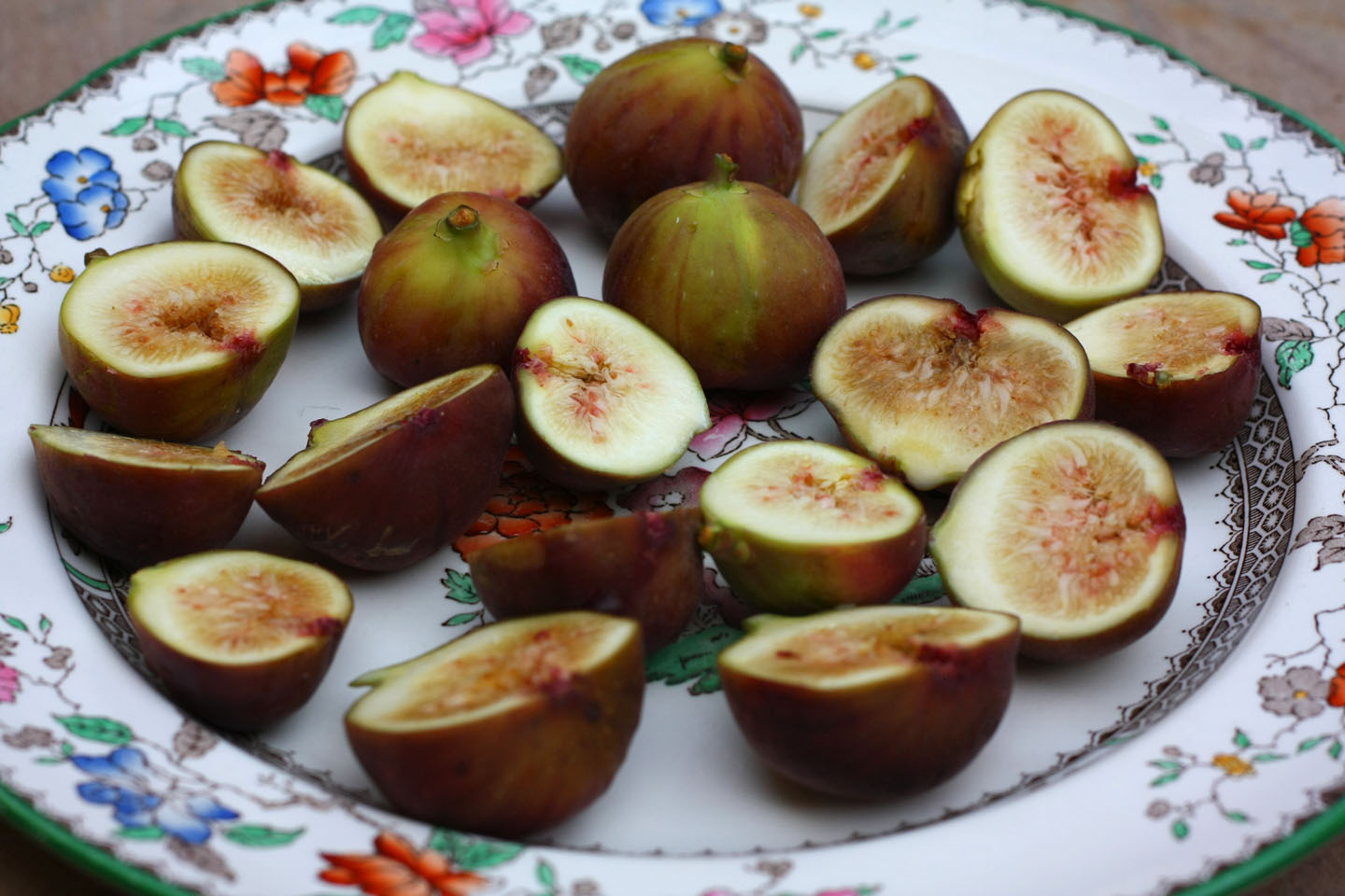 "a essay on ripe fig ""ripe figs"" ""the theme of contrasts in 'ripe figs'"" this essay will compare the two central figures in kate chopin's short story it will show how."