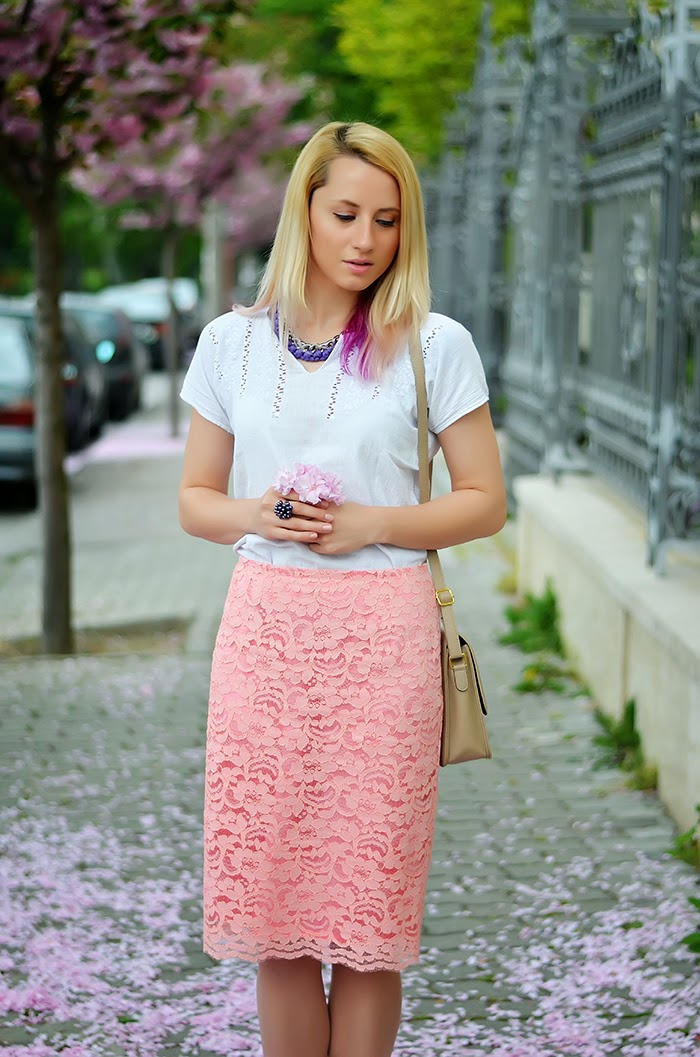 Sense pink lace skirt Vulpilandia necklace