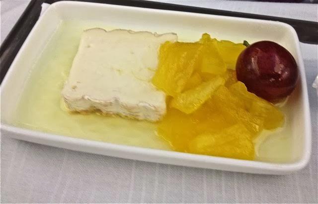 Queso de vaca Cuadrat con uva y confitura de piña. Blog Esteban Capdevila