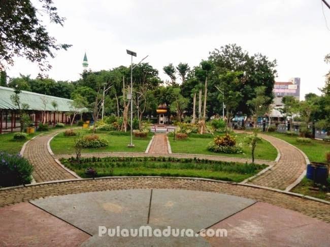Pemandangan disekitar Taman Paseban Bangkalan