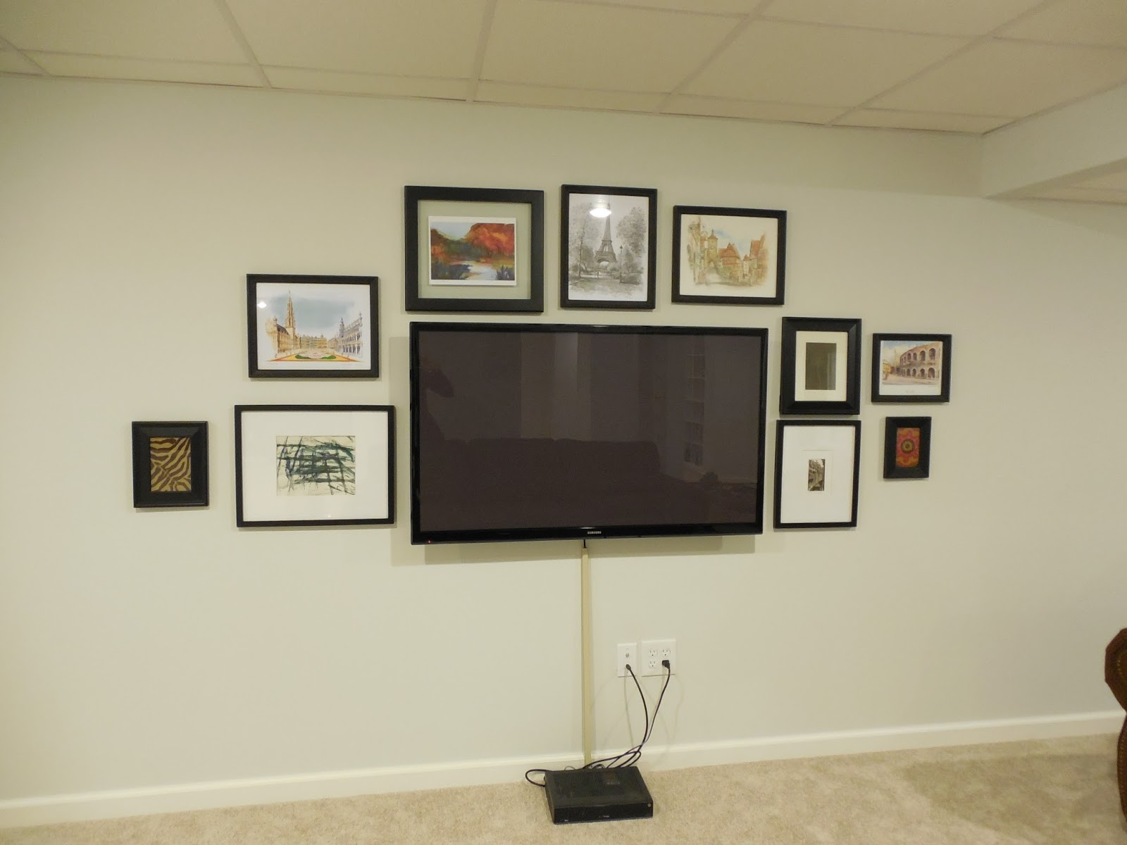 creating a gallery wall around your tv. Black Bedroom Furniture Sets. Home Design Ideas
