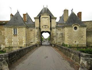 «RichelieuTownGate» de Manfred Heyde - Trabajo propio. Disponible bajo la licencia CC BY-SA 3.0 vía Wikimedia Commons - http://commons.wikimedia.org/wiki/File:RichelieuTownGate.jpg#/media/File:RichelieuTownGate.jpg
