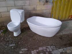 WC y Bañera, corpóreos ficticios