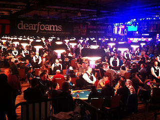 A picture snapped by Remko Rinkema during the only hand of hand-for-hand play at the 2012 WSOP Main Event, Day 4