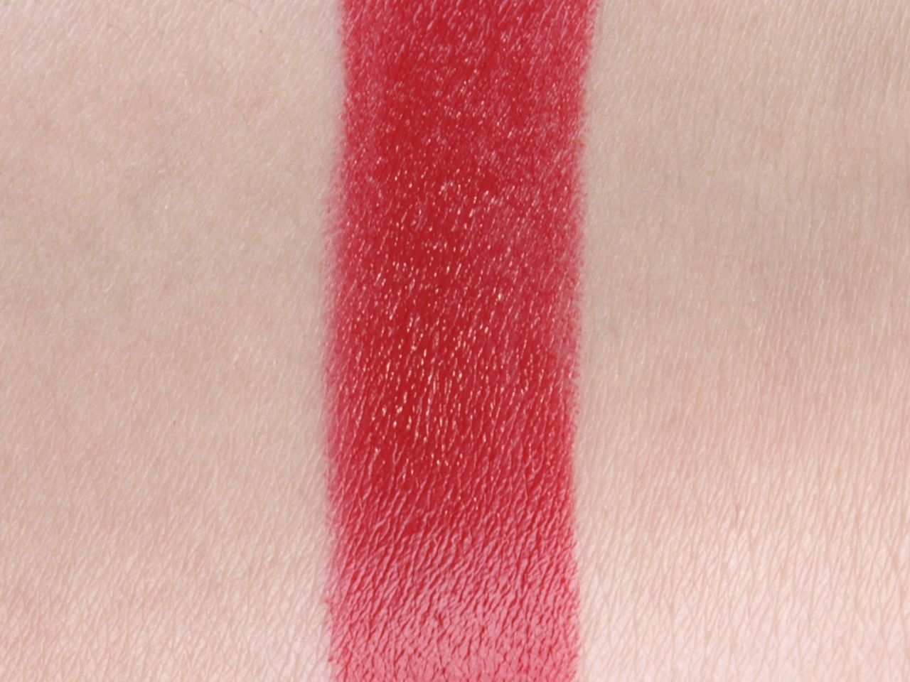 "Burberry Kisses Hydrating Lip Color Lipstick in ""No.113 Union Red"": Review and Swatches"