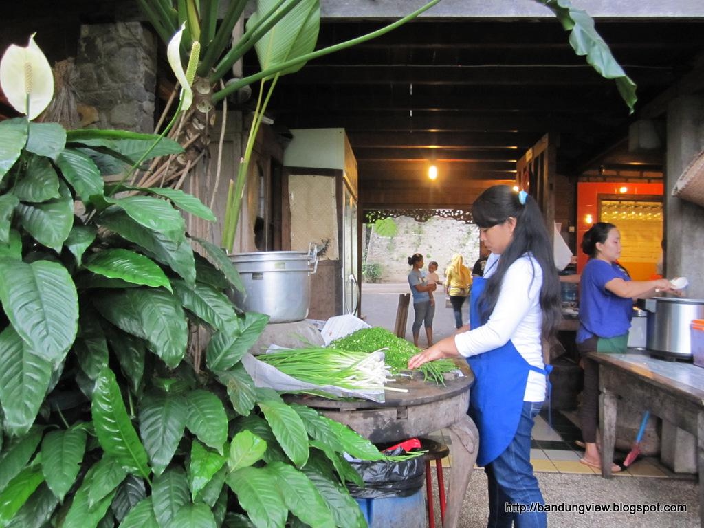 Warung Lela Makan Baso Di Dataran Tinggi Yang Sejuk Dan Dingin Bandung View