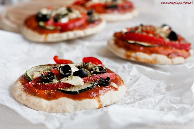 Mini pizze z chlebków pita