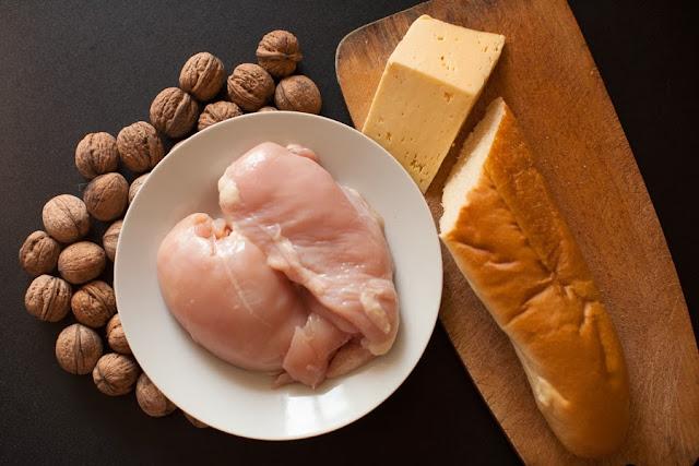 Куриная грудинка, багет, орехи, сыр