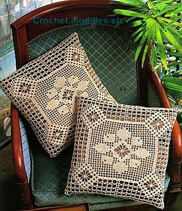 crochet aiguilles etc coussin carr en filet. Black Bedroom Furniture Sets. Home Design Ideas