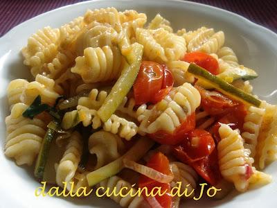pasta con zucchine e ciliegini