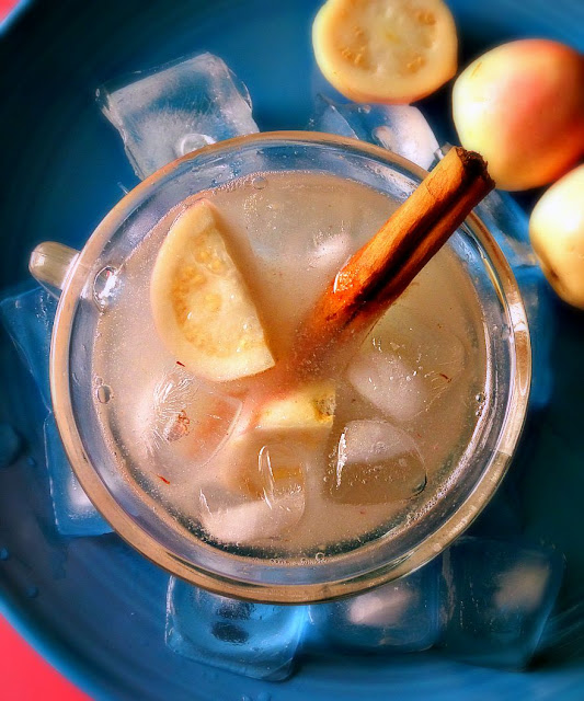 Agua Fresca de Guayaba - lacocinadeleslie.com