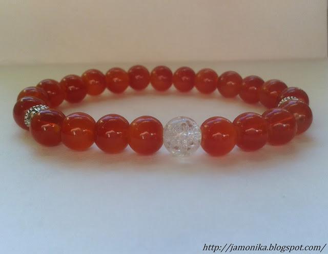 Czerwona bransoletka ze szklanych koralików