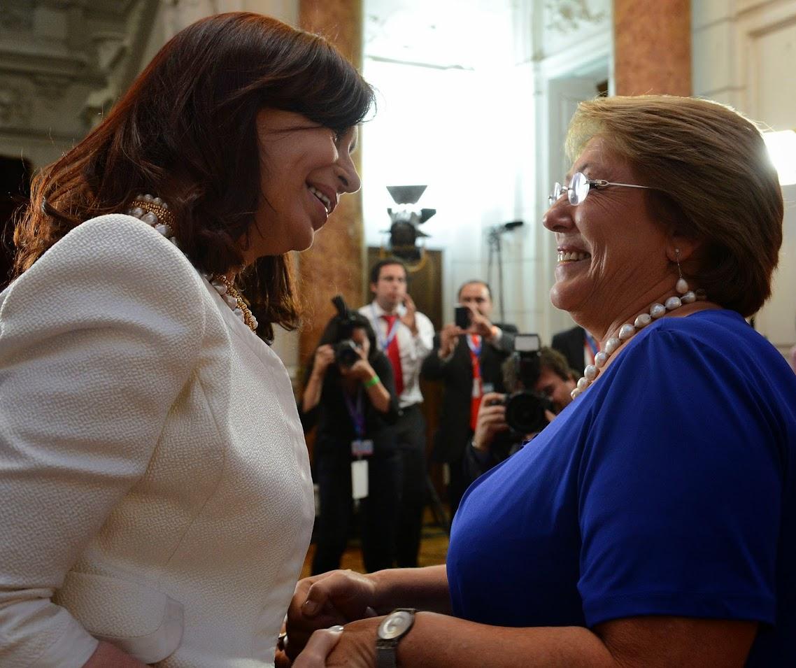 http://2.bp.blogspot.com/-QLPkZE2_TbQ/Ux52t9JrA2I/AAAAAAAAjHw/O4EDwoq64GQ/s1138/La+presidenta+Cristina+Fern%C3%A1ndez+de+Kirchner+mantuvo+una+audiencia+con+la+presidente+electa+de+Chile,+Michelle+Bachelet+Jeria,+quien+ma%C3%B1ana+asume+formalmente+por+segunda+vez+la+presidencia+de+ese+pa%C3%ADs-1-.jpg