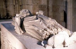Túmulo D'El Rei D. Diniz