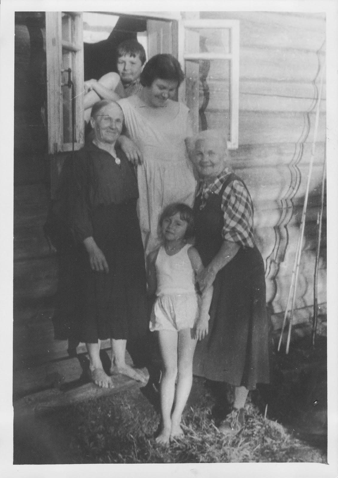 Старые тётки с мальчиками 9 фотография