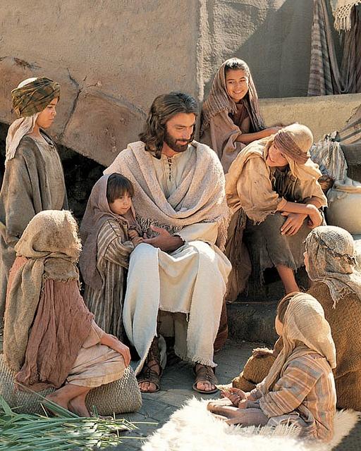 JESUS É PAZ E FELICIDADE
