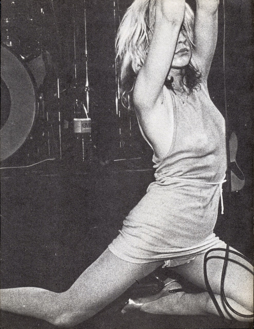 debbie harry performing with blondie