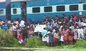 Level cross, Railway, Train, Accident, Aroor, Hit, Car, Five dead, Alappuzha, Kerala