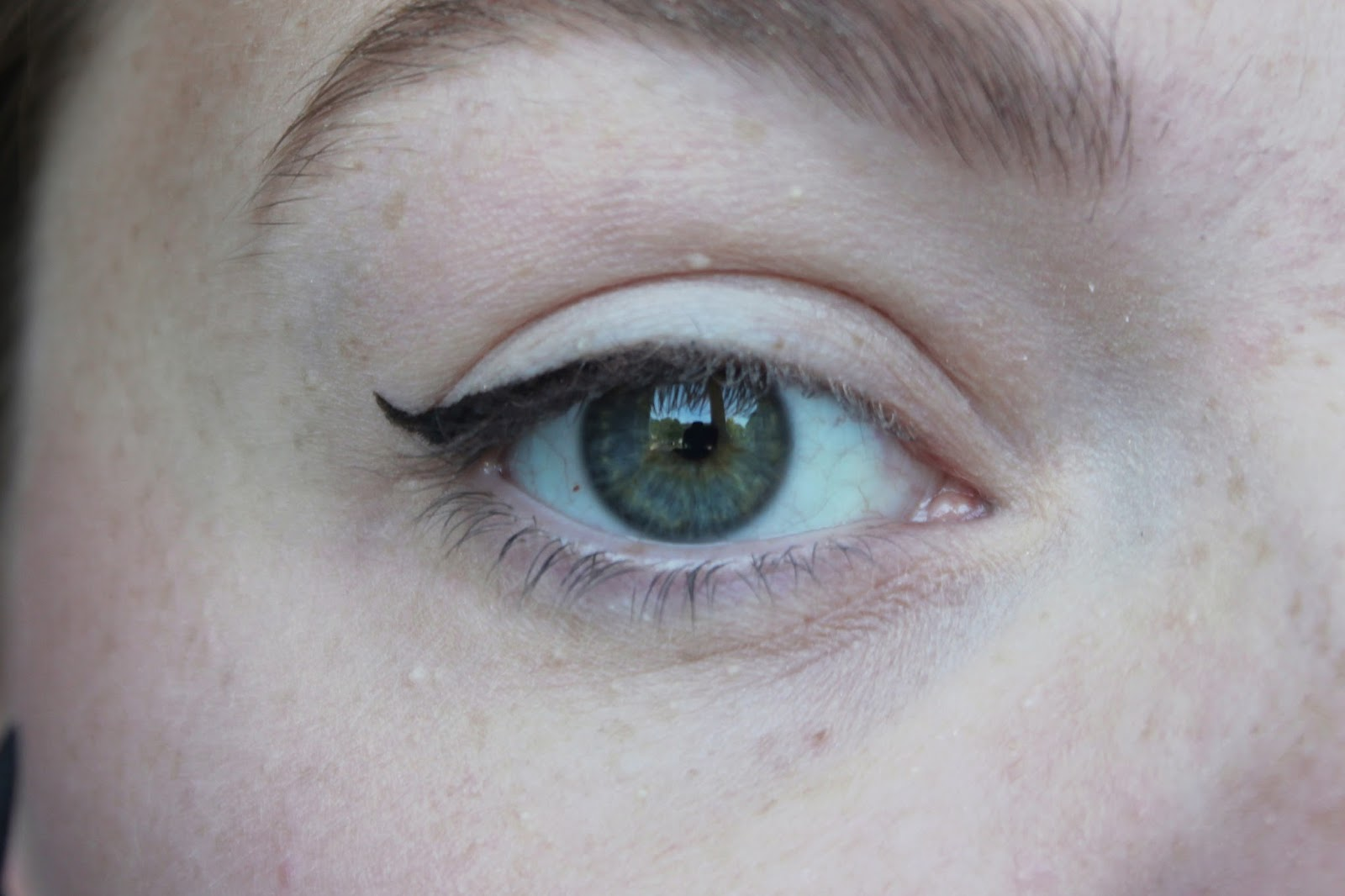 Miss Sporty Cat S Eyes Liner