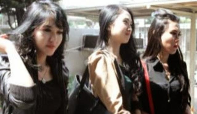 Diperiksa KPK, Tri Dianto Ditemani 3 Wanita Cantik
