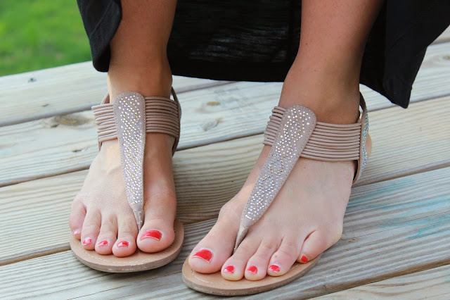 Stilettos and Diapers: 22 weeks pregnant | Jeweled Sandals with Rack Room Shoes