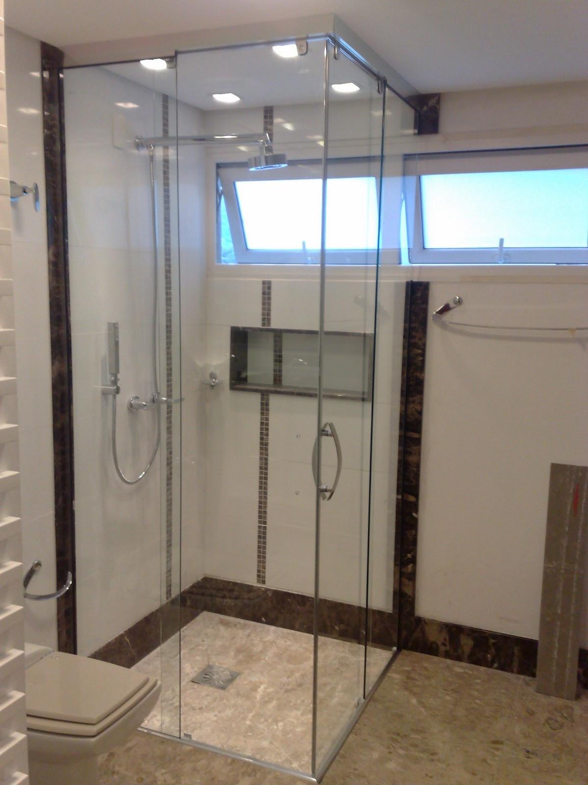 Dicas de todos os tipos ;): Banheiro: box de vidro até o teto #2766A4 1200x1600 Banheiro Azulejo Ate O Teto