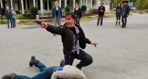 Rick lucha contra Pete en The Walking Dead 5x15 - Try