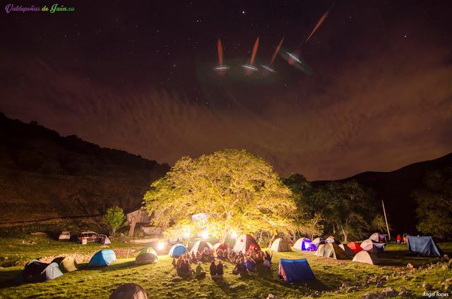 Acampada durante las jornadas de senderismo. Noche en la Fresnadilla.