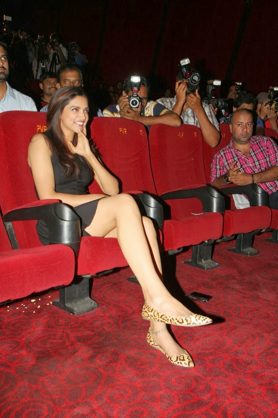 wsww: deepika padukone theatrical trailer launch of yeh jawaani hai