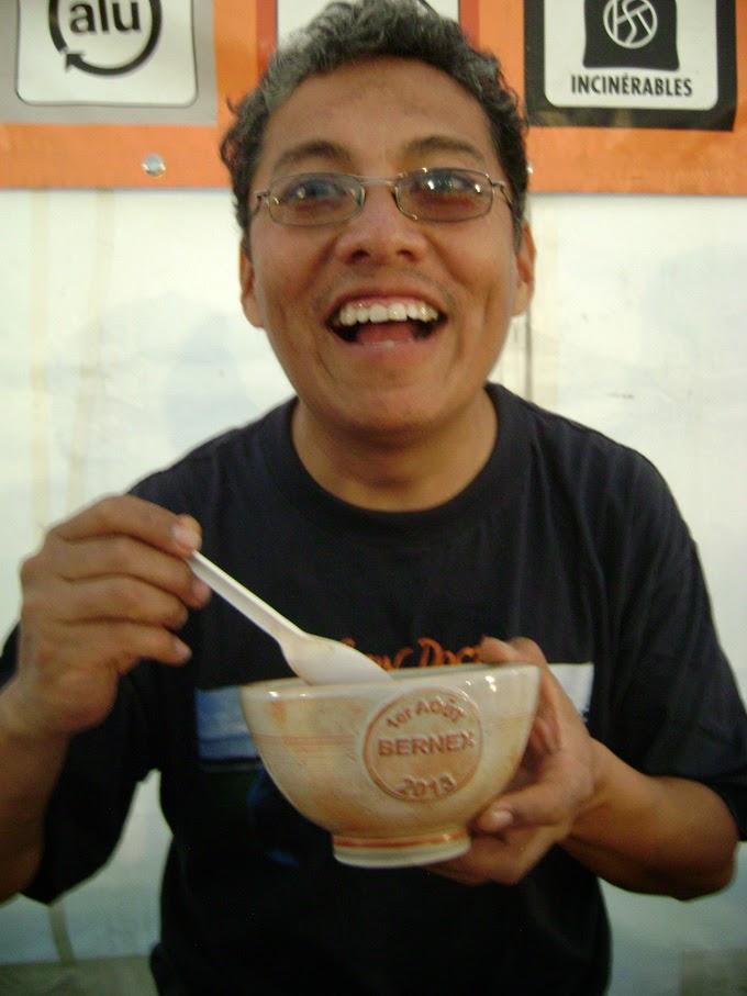 Edwin plus suisse que les suisses fêtant le 1er août à Bernex avec le bol de soupe!