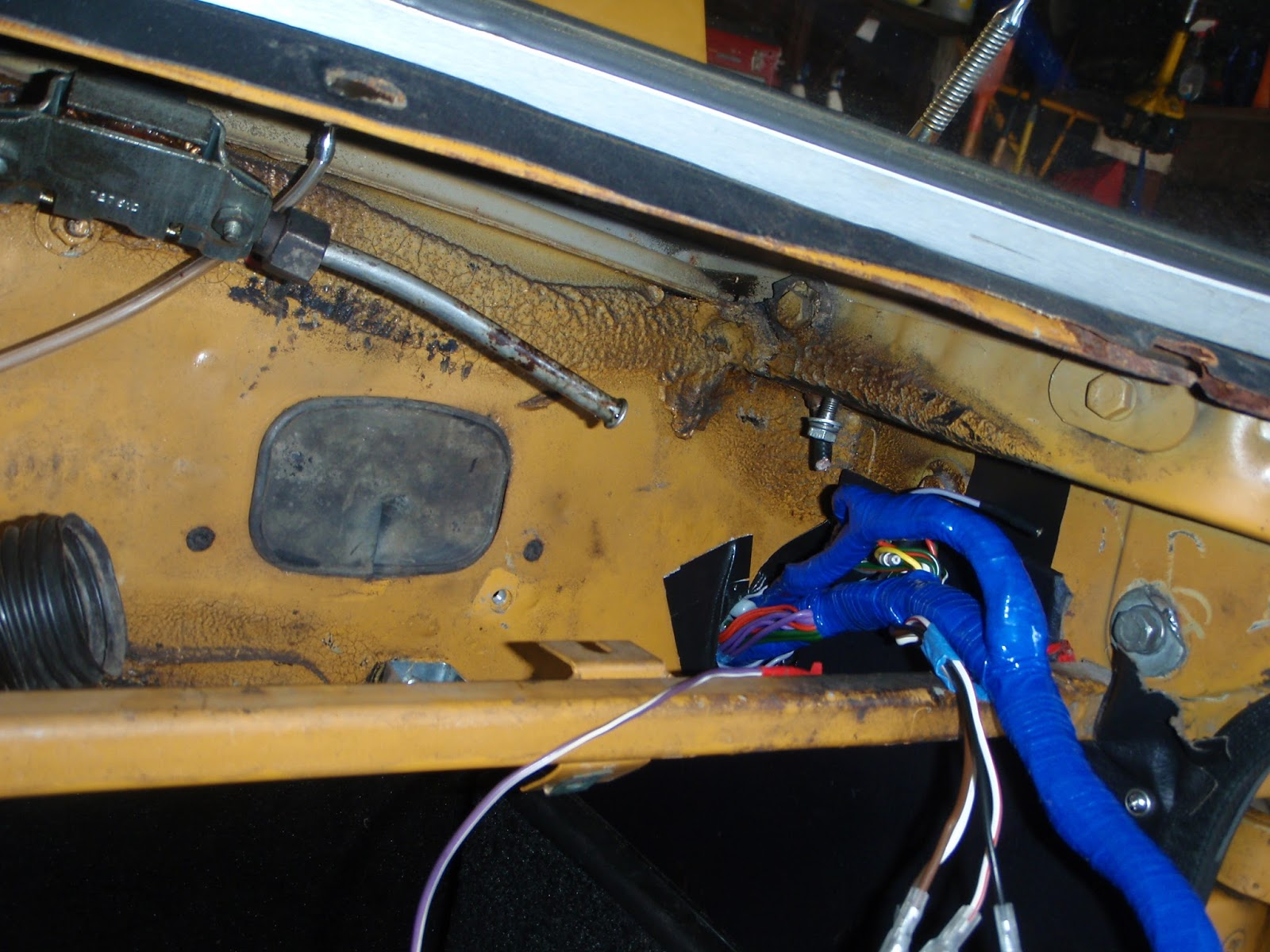 Mgb wiring harness tape trusted wiring diagrams mgb in the garage new wiring harness vinyl top alternator etc rh mgb in the garage blogspot com 1975 mgb wiring diagram 1975 mgb wiring diagram publicscrutiny Image collections