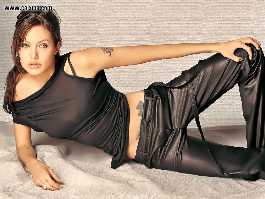 http://2.bp.blogspot.com/-QNcWbBvQr74/T12zqoEOphI/AAAAAAAADks/X23KjcHg8Pk/s1600/Angelina+Jolie+Hot+wallpaper.jpg