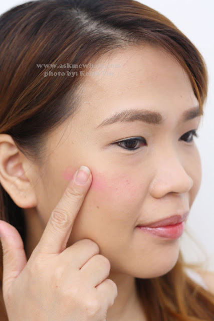 a photo on how to apply Etude House Fresh Cherry Tint PK001 Pink