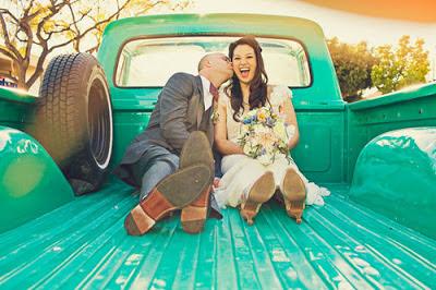recién casados en camión