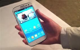 Ya se ha filtrado el primer firmware oficial de Android 4.2.2 Jelly Bean Build JDQ39 para el Galaxy S3 GT-I9300, que viene con muchas funcionalidades del Galaxy S4 y puede ser descargado e instalado manualmente por Odin. Si decides instalar este firmware, debes tener en cuenta que es filtrado, en pocas palabras el firmware enviado a los desarrolladores y que puede tener varios bugs, por lo que se aconseja que antes de instalar Android 4.2.2 Jelly Bean hagas un respaldo o nandroid del actual firmware o rom que tengas en tu smartphone, así lo restauras si el firmware filtrado te