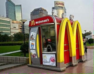 Le plus petit McDonald's du monde se trouve au Japon.