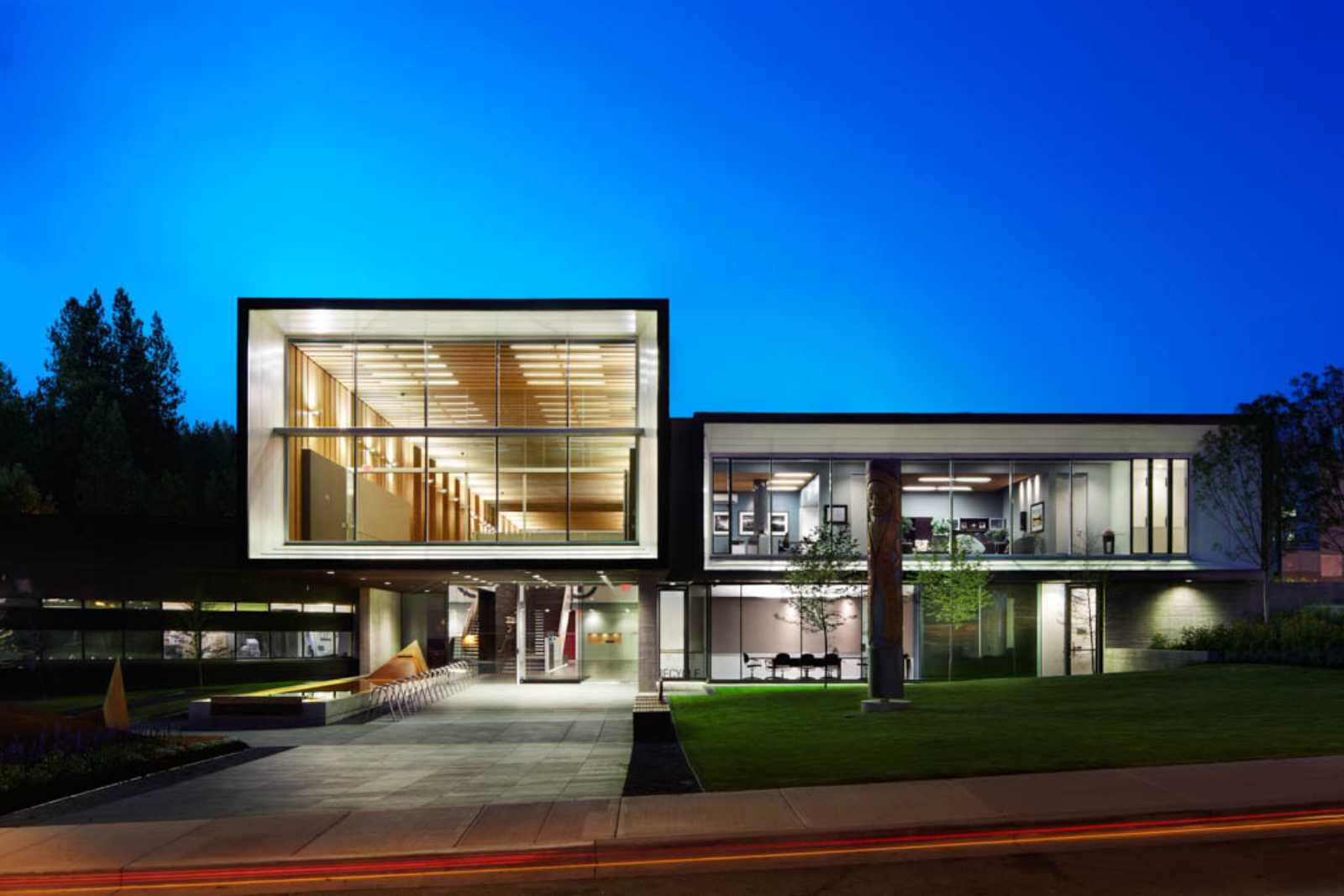 NORTH VANCOUVER CITY HALL BY MGB ARCHITECTURE