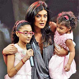 Miss Universe Sushmitha with kids Renee and Alisah