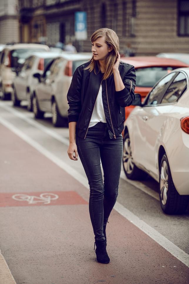 black bomber jacket, minimalistic outfit, blogger