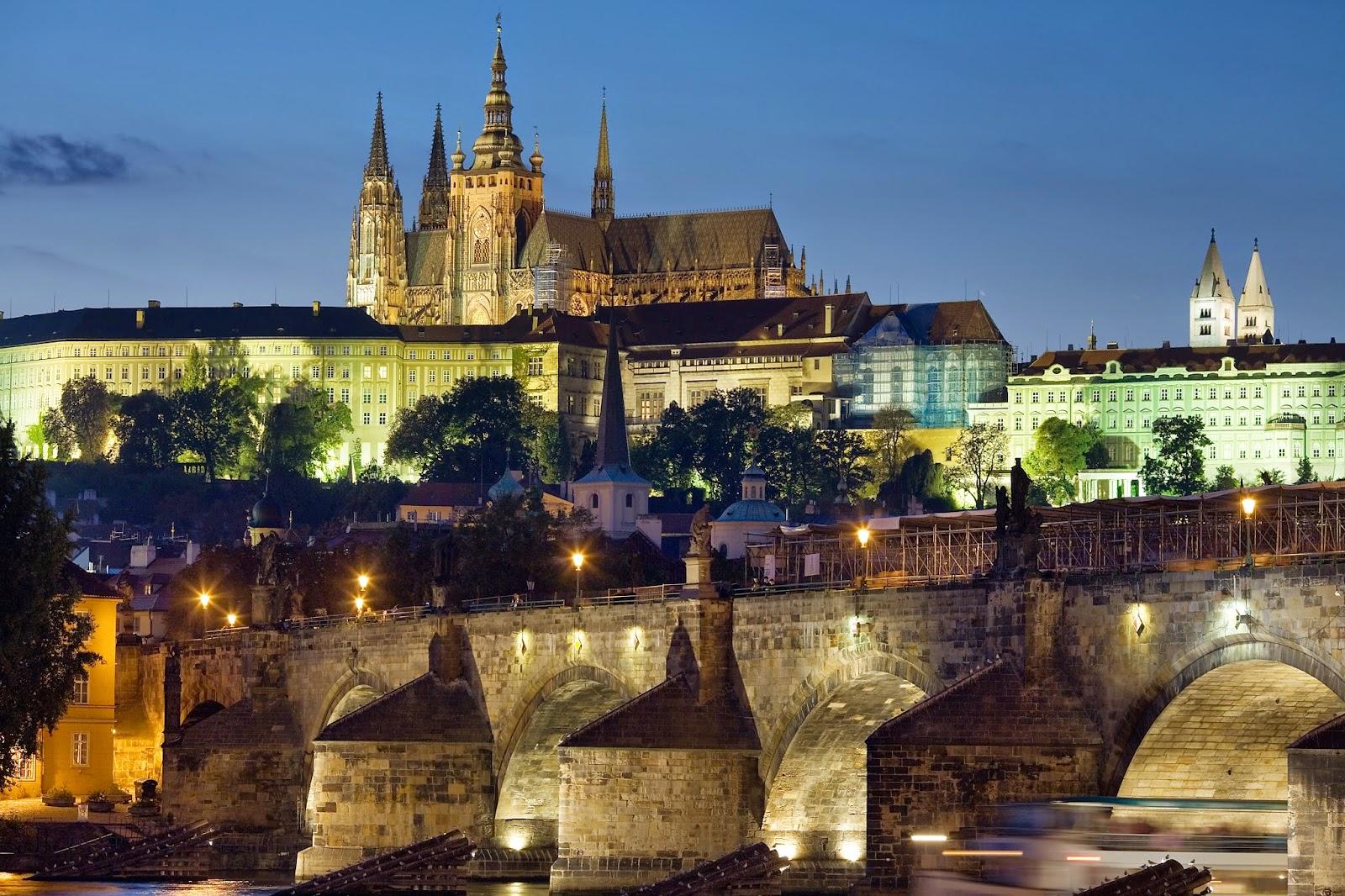 قلعة براغ أكبر قلعة في العالم