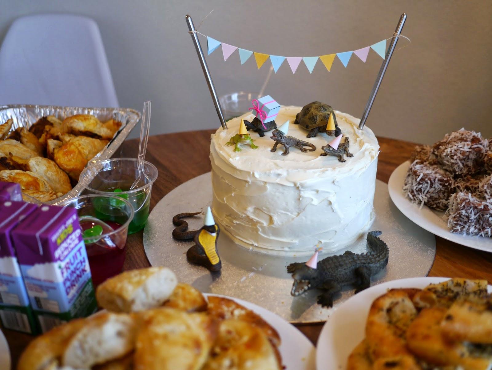 cute reptile cake
