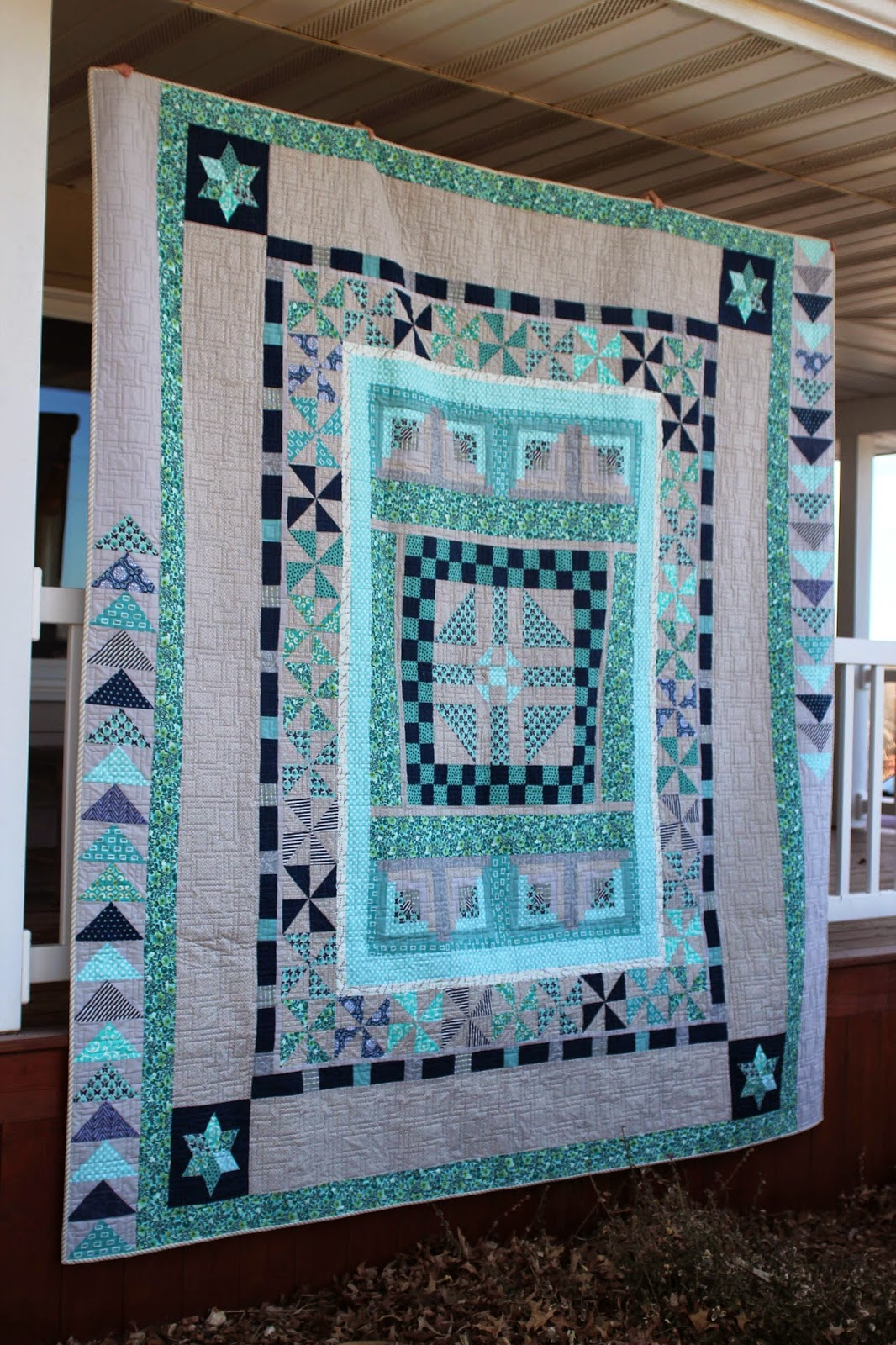 Beautiful round robin quilt with pinwheels