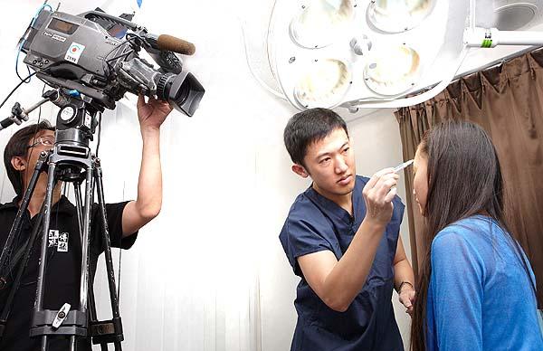 趙彥宇醫師示範晶亮瓷注射技術