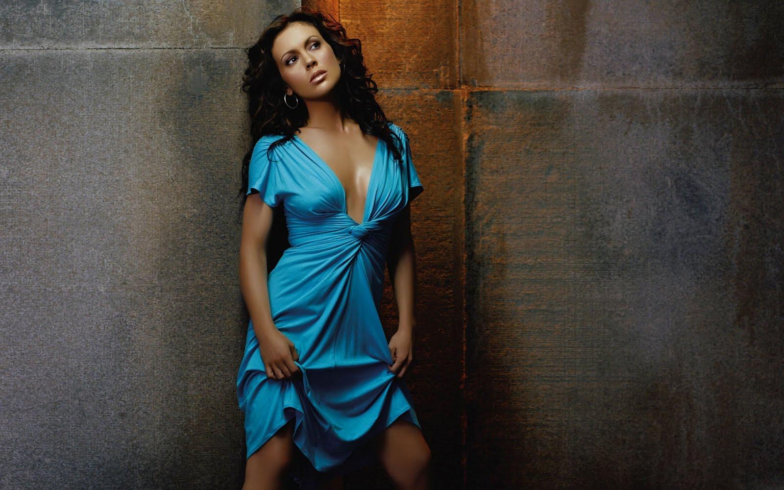 http://2.bp.blogspot.com/-QPMwpxvD9Fk/T9Cundx-tgI/AAAAAAAAASo/BqlGT8NA6A0/s1600/Alyssa-Milano-In-Blue-Dress.jpg