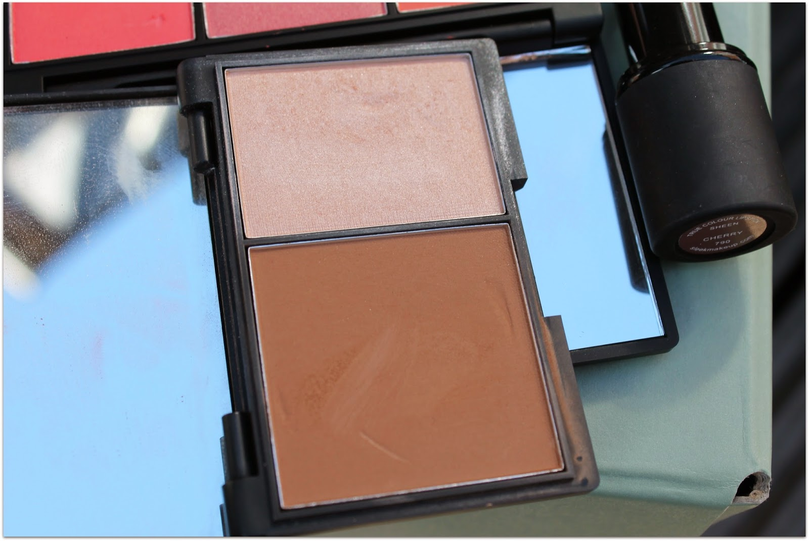 Sleek Contour Kit Light