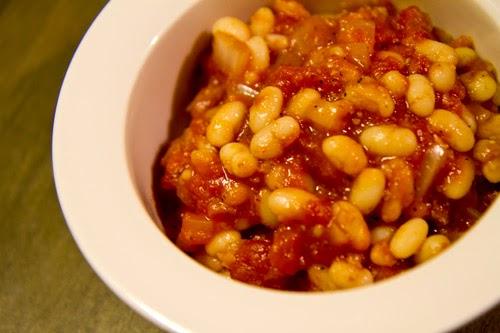 vita bönor i tomatsås recept
