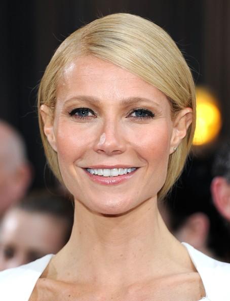 """El maquillaje de Gwyneth, realizado por la maquilladora Leslie Lopez para la firma NARS, muestra a la actriz con efecto """"buena cara"""" y piel resplandeciente. - gwineth"""