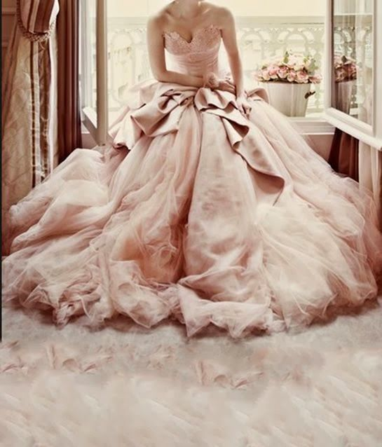 choisir sa robe de mariée rose pastel