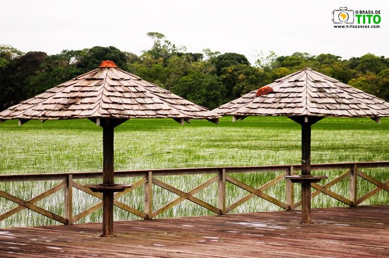 Quiosques do deck do balneário do Rio Curiaú, na APA do Rio Curiaú, em Macapá, no Amapá